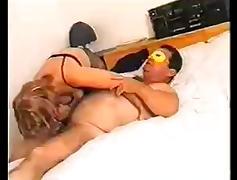 Coppia matura si riprende mentre fa sesso