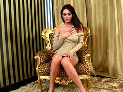 Hypnotized Cougar In Miniskirt Fingering Her Pussy Nicely