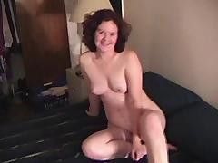 WILL POSE FOR CAMERA TAKING CUM IN MOUTH