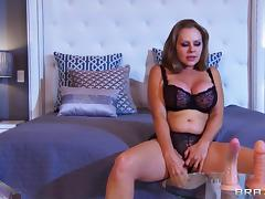 Curvy milf porn legend Dyanna Lauren makes him cum with hardcore sex