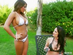 Bikini girls Alektra Blue and Madison Ivy lesbian sex outdoors