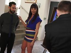 A guy lays the pipe to his boss's wife and makes her cum