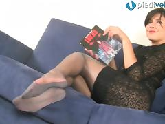 In her nylons this foot fetish babes puts on a sexy toe show
