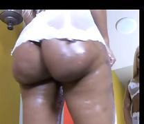 Big booty ebony tease