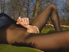 Petite ejac dans les bois