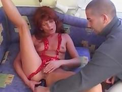 Mature got some real huge Dildo