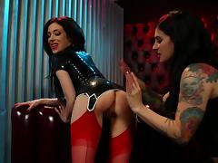 Latex is sizzling hot on a couple of tattooed lesbian chicks