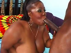 Ebony hottie gets her pussy pounded