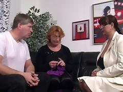 Kinky granny with glasses enjoying an awesome threesome