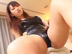 A good Japanese secretary gives her boss a messy footjob