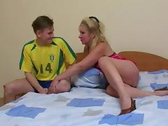 Mature Russian housewife takes a good pussy dicking and a facial