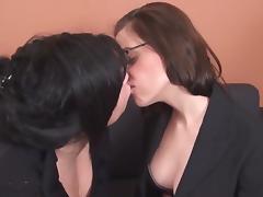 Gorgeous Lesbian Feet-worship