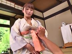 Traditional Japanese beauty Marina Shiraishi pleasures men