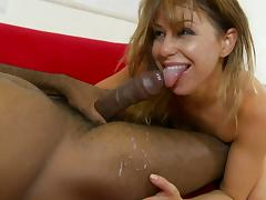 Steamy fuck between Mia Gold and a black guy end with a cum shot