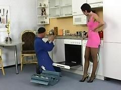 Silke Maiden fickt mit einem Handwerker.