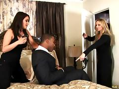 A black guy bones a white girl and makes her cum hard