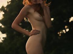 Girl in the wind - Glamor Video