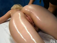 Very sexy gets screwed hard by her massagist