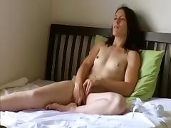 Amateur brunette vid with me fondling my curves