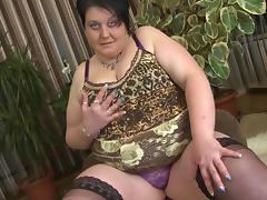 Hot BBW exposes her tit and ass and gets busy with a toy