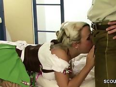 Teen aus Bayern auf Oktoberfest abgeschleppt und gefickt