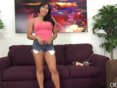 With her dildo and vibrator Mia Li makes her tight pussy cum