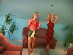 2 copines lesbiennes blondes