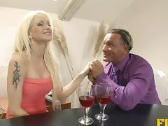 Experienced guy provides the kinky blonde with a pussy spooning