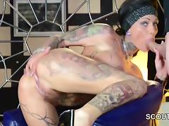 Deutscher Tattoo PornoStar Kitty Core beim Gangbang