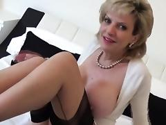 Unfaithful british mature gill ellis shows her big boobs