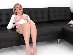 Cheating uk mature lady sonia shows off her enormous breasts