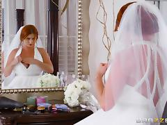 Impeccable redhead bride kneel down on the bed for the hard stuffing