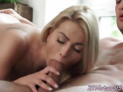 Petite girlfriend loves sucking big cock