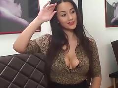 Sexxy doll rubs clit