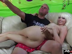 Blonde sex bomb Rikki Six is great at bouncing on a dick