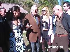 la festa del nonno si trasforma in orgia