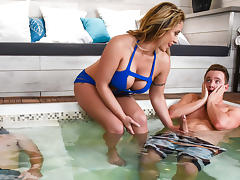 Eva Notty & Van Wylde in Hot Tub MILF Machine - Brazzers