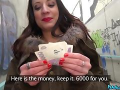 street babe gets cash for a blowjob