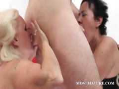 Mature bisexuals suck cock in threesome