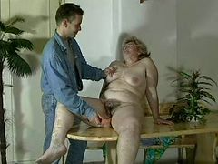 GRANNY AWARD n16 bbw hairy mature with a young man porn video