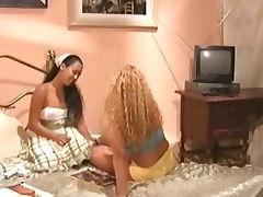 Aline Dias e Caroline Panteras As Colegias Cena2