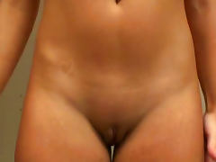 Beautiful Amateur Brunette Renna Ryan Masturbates Until Squirting