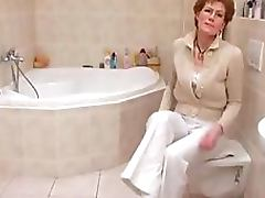 Glassed Granny With Saggy Tits Shaves Her Wrinkled Old Pussy porn video