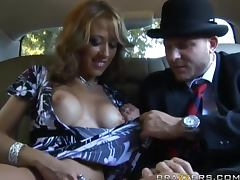 Limo Driver got some Extra Duties of fucking hard