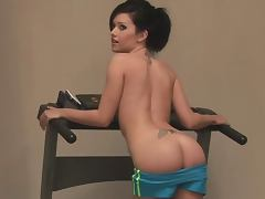 Sporty brunette babe Carlie Christine shows her amazing body
