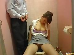 Drunk Japanese chick gets wasted and fucked int eh toilet