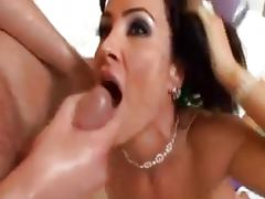 Lisa Ann gettin a sexy massage
