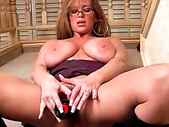 Milf in leather boots fucks pussy up close porn video