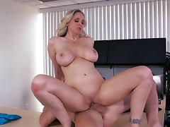 Johnny Sins is fukcing sweet pussy of milf Julia Ann porn video
