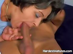 Old lady sucking dick while fingering